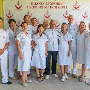 Ученики в форме Школы Максимова